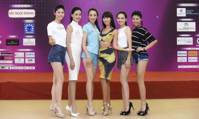 Hà Anh khoe eo thon quyến rũ bên dàn thí sinh Hoa hậu Việt Nam ảnh 8