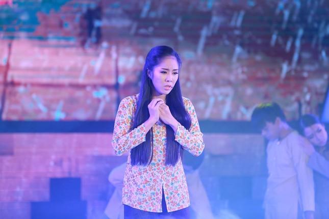 Quỳnh Chi bối rối khi biểu diễn gợi cảm trước Lam Trường ảnh 6