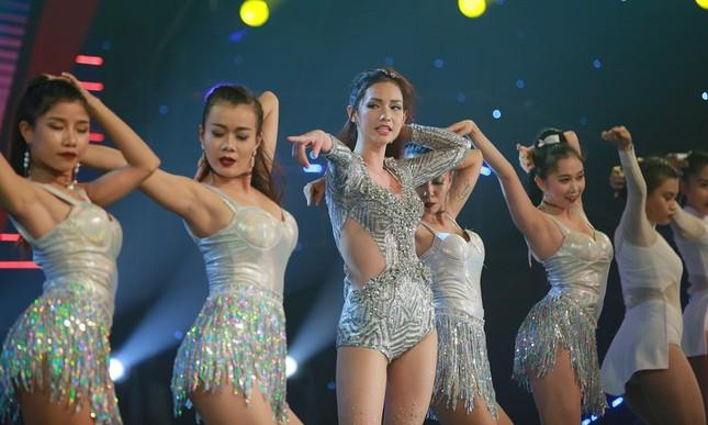 Quỳnh Chi bối rối khi biểu diễn gợi cảm trước Lam Trường ảnh 2