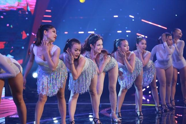 Quỳnh Chi bối rối khi biểu diễn gợi cảm trước Lam Trường ảnh 4