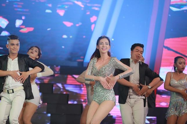 Quỳnh Chi bối rối khi biểu diễn gợi cảm trước Lam Trường ảnh 3