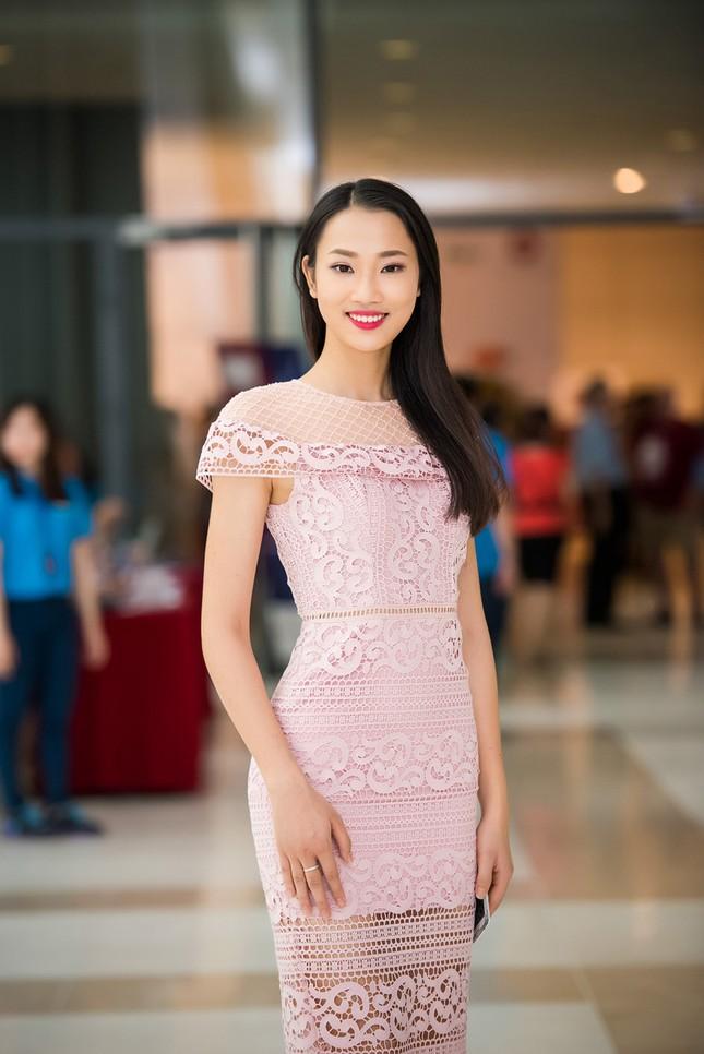 Hoa hậu Mỹ Linh rạng rỡ hội ngộ Ngọc Vân, Thủy Tiên ảnh 6