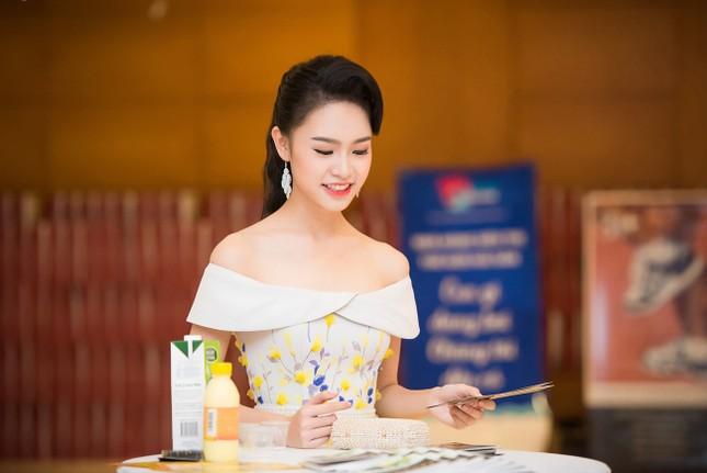 Hoa hậu Mỹ Linh rạng rỡ hội ngộ Ngọc Vân, Thủy Tiên ảnh 5