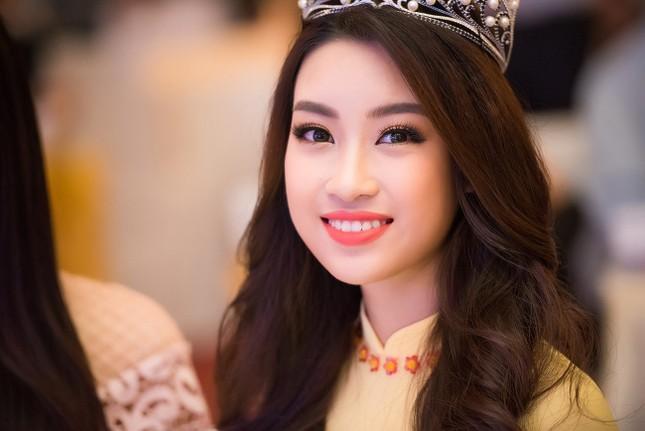 Hoa hậu Mỹ Linh rạng rỡ hội ngộ Ngọc Vân, Thủy Tiên ảnh 8