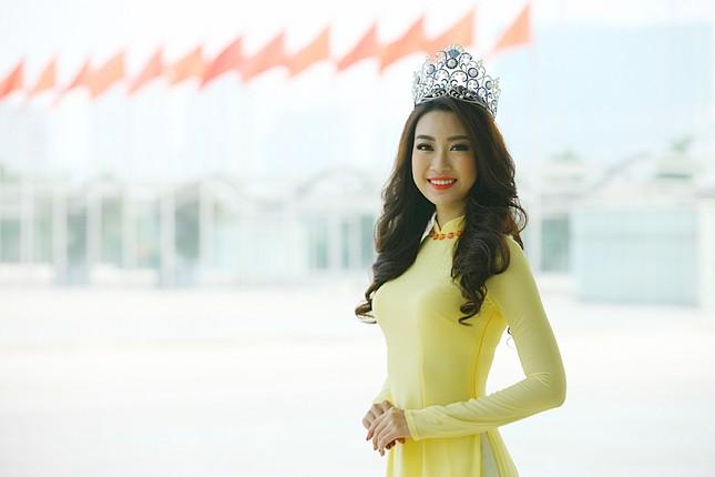 Hoa hậu Mỹ Linh rạng rỡ hội ngộ Ngọc Vân, Thủy Tiên ảnh 2