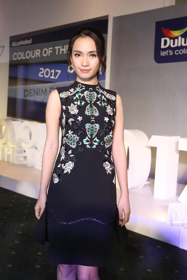Angela Phương Trinh 'kín bưng' trên thảm đỏ Elle Fashion Journey ảnh 6