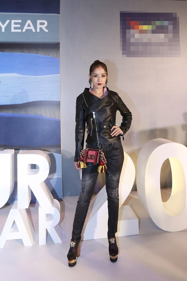 Angela Phương Trinh 'kín bưng' trên thảm đỏ Elle Fashion Journey ảnh 5