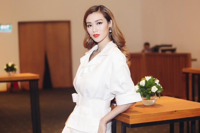 Angela Phương Trinh 'kín bưng' trên thảm đỏ Elle Fashion Journey ảnh 3