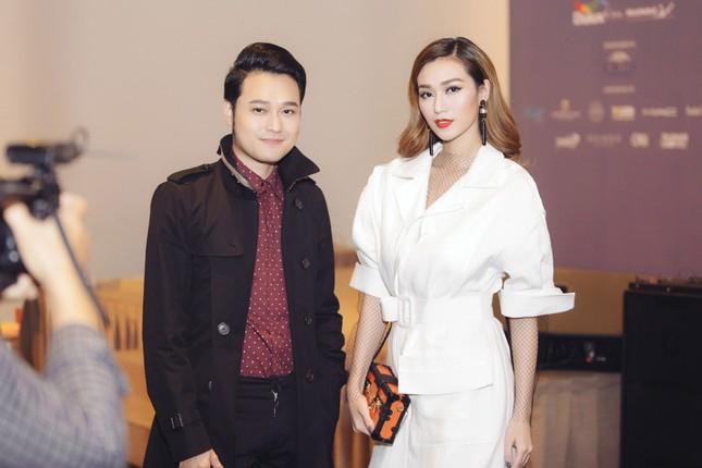 Angela Phương Trinh 'kín bưng' trên thảm đỏ Elle Fashion Journey ảnh 4