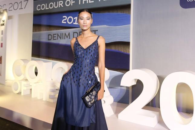 Angela Phương Trinh 'kín bưng' trên thảm đỏ Elle Fashion Journey ảnh 9