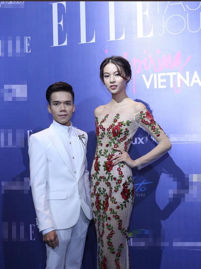 Angela Phương Trinh 'kín bưng' trên thảm đỏ Elle Fashion Journey ảnh 10