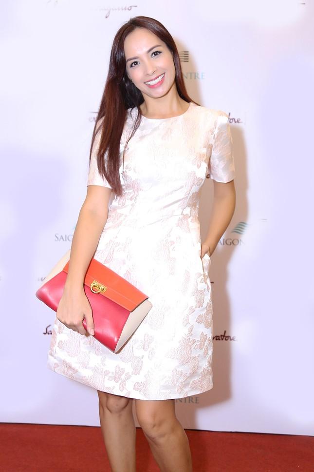 Hương Giang Idol táo bạo quấn khăn làm áo đi dự sự kiện ảnh 6