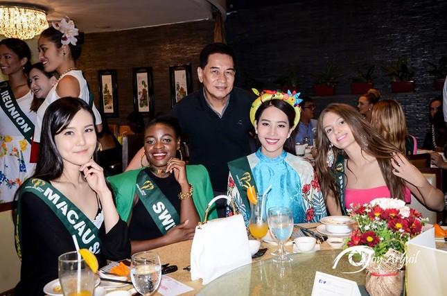 Nam Em mang áo bà ba cách điệu lạ mắt tới Hoa hậu Trái đất ảnh 9
