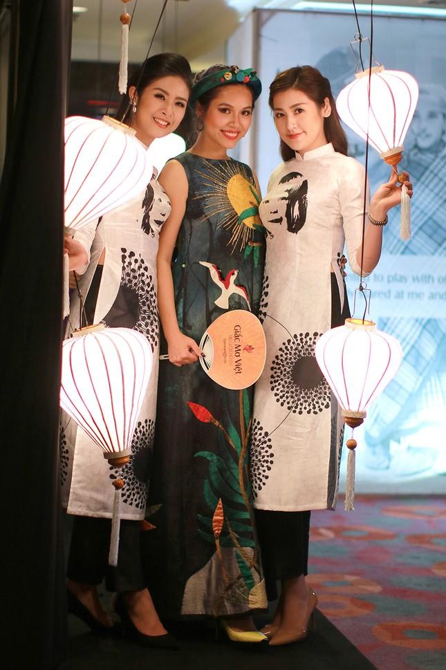 Á hậu Hoàng My về nước dự tiệc từ thiện cùng Ngọc Hân ảnh 4