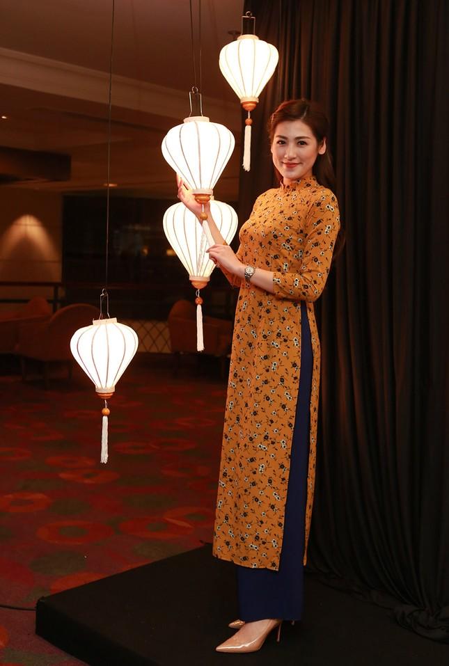 Á hậu Hoàng My về nước dự tiệc từ thiện cùng Ngọc Hân ảnh 5
