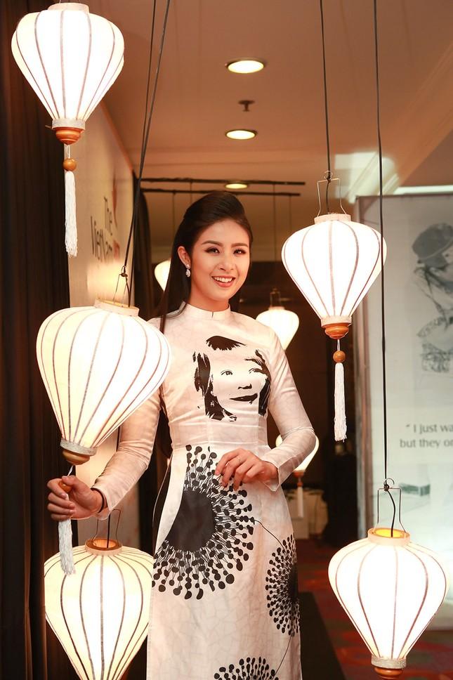 Á hậu Hoàng My về nước dự tiệc từ thiện cùng Ngọc Hân ảnh 1