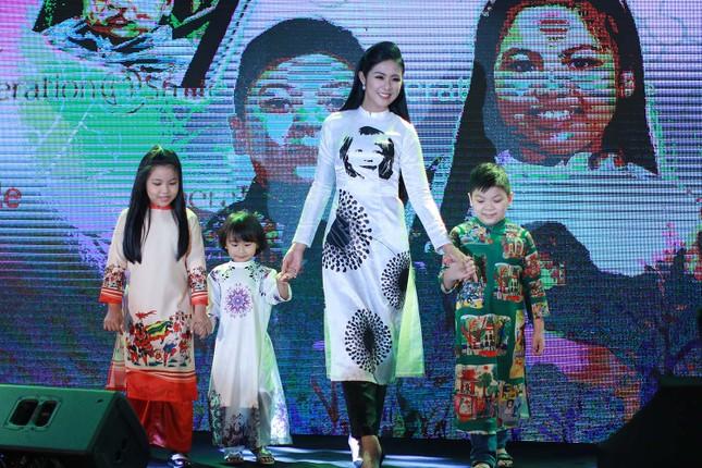 Á hậu Hoàng My về nước dự tiệc từ thiện cùng Ngọc Hân ảnh 8