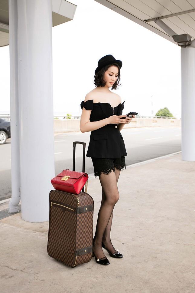 MC Thanh Mai diện đầm trễ vai quyến rũ ở sân bay ảnh 4