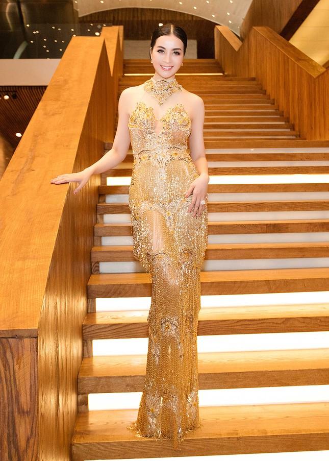 MC Thanh Mai quá gợi cảm với váy đính pha lê ảnh 4