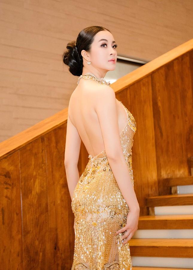 MC Thanh Mai quá gợi cảm với váy đính pha lê ảnh 6