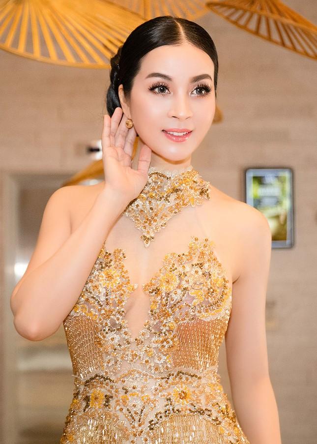 MC Thanh Mai quá gợi cảm với váy đính pha lê ảnh 7