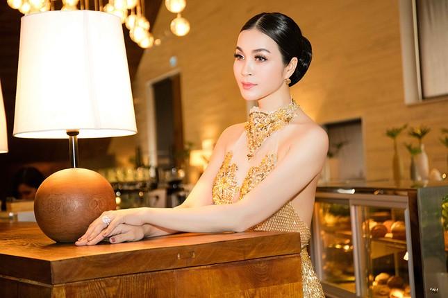 MC Thanh Mai quá gợi cảm với váy đính pha lê ảnh 9