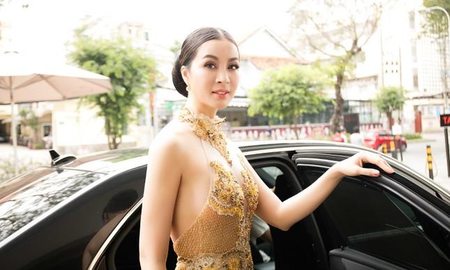 MC Thanh Mai quá gợi cảm với váy đính pha lê ảnh 3