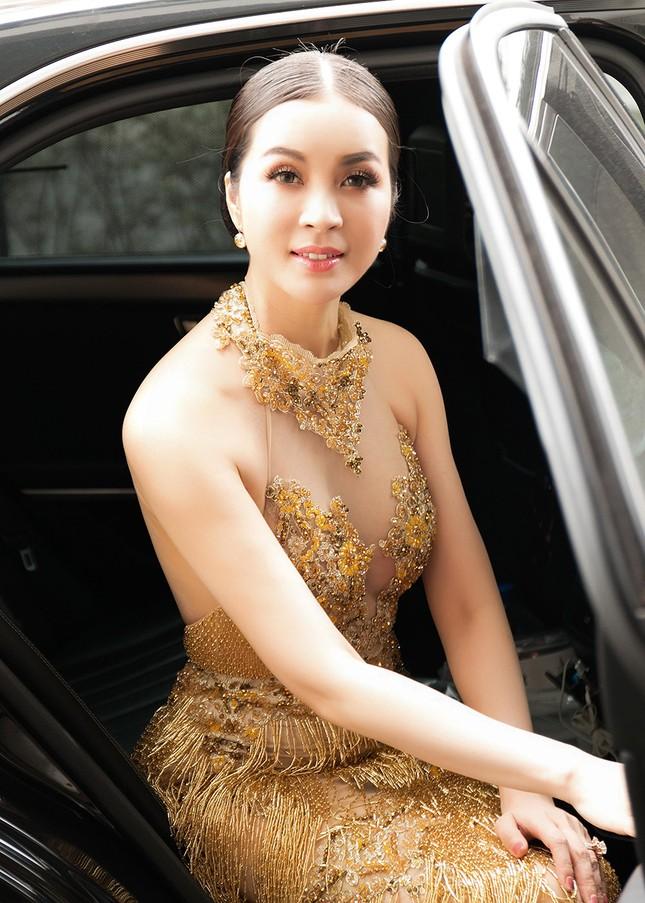 MC Thanh Mai quá gợi cảm với váy đính pha lê ảnh 1