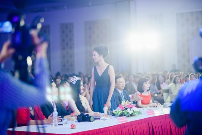 Trần Thị Quỳnh lưng trần táo bạo làm giám khảo ảnh 8