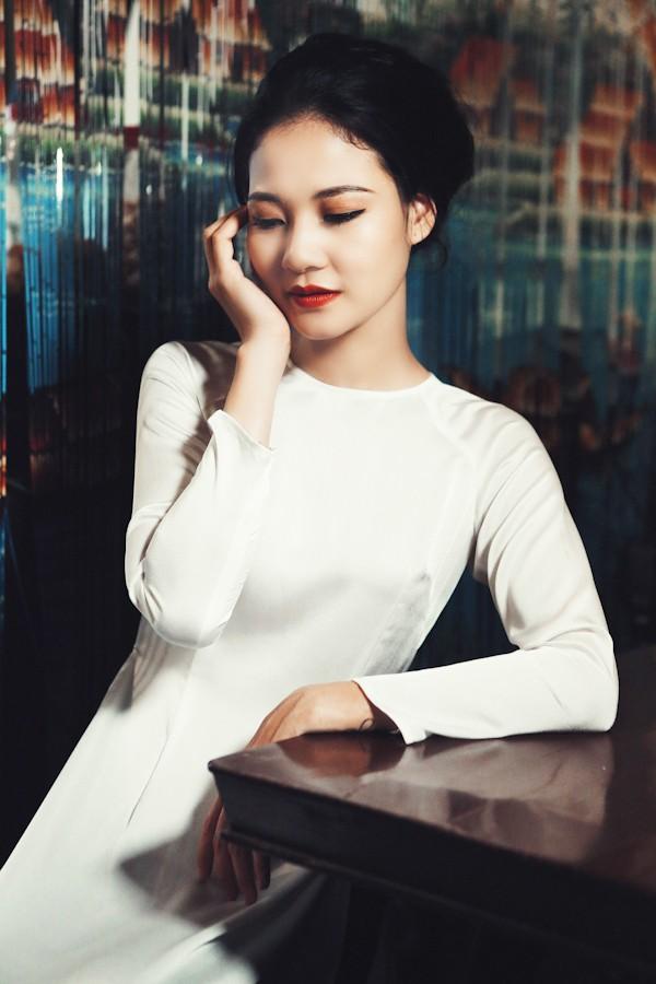 Trần Thị Quỳnh hoá thiếu nữ Sài Gòn xưa với áo dài ảnh 2