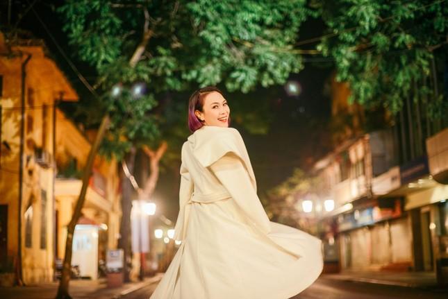 Mỹ Tâm đẹp lung linh trong đêm mùa đông Hà Nội ảnh 5