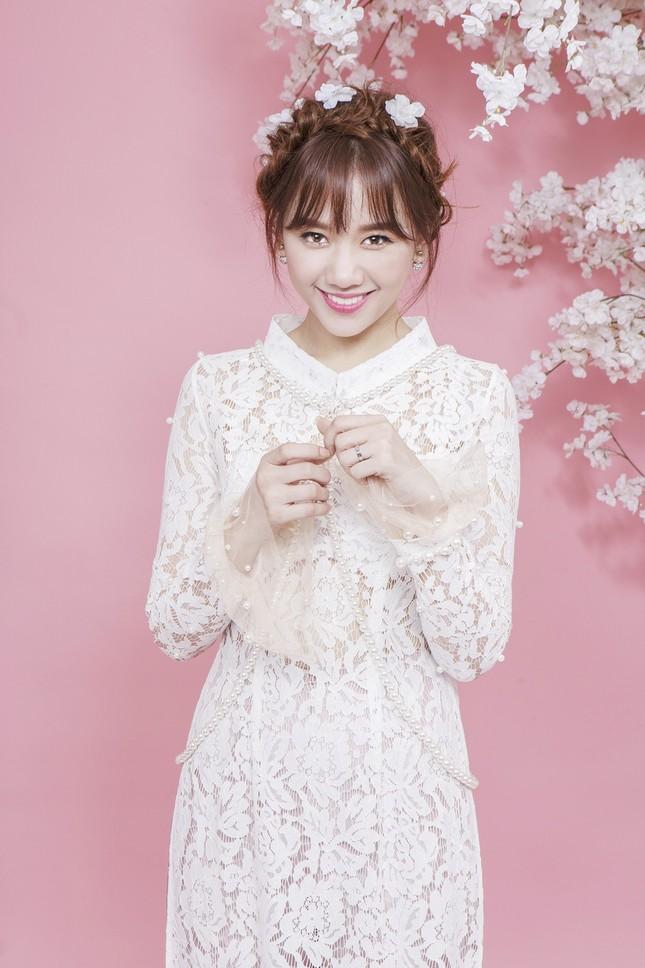 Hari Won trẻ trung quên tuổi với áo dài ren ảnh 3