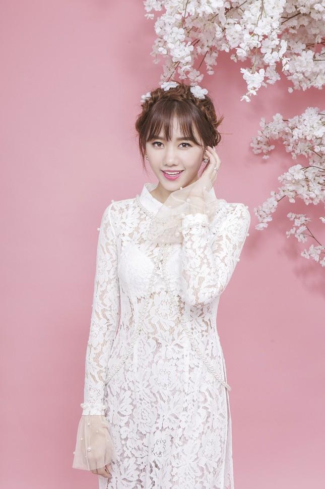 Hari Won trẻ trung quên tuổi với áo dài ren ảnh 4