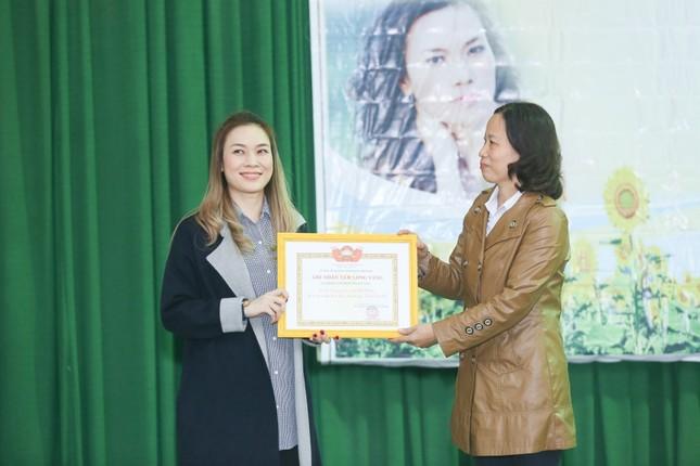 Mỹ Tâm thức trắng đêm chuẩn bị quà Tết cho bà con nghèo tại Quảng Nam ảnh 2