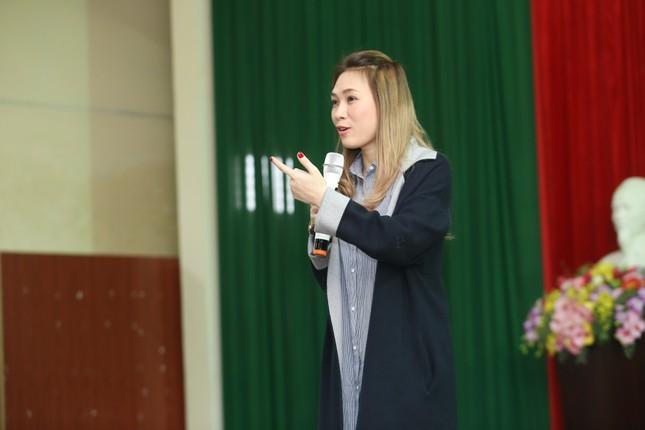 Mỹ Tâm thức trắng đêm chuẩn bị quà Tết cho bà con nghèo tại Quảng Nam ảnh 1