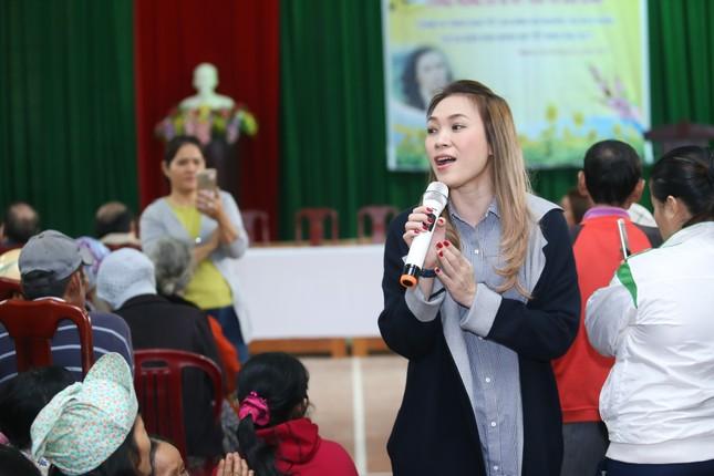 Mỹ Tâm thức trắng đêm chuẩn bị quà Tết cho bà con nghèo tại Quảng Nam ảnh 4