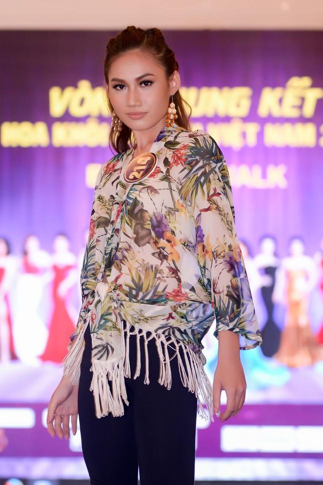 Võ Hoàng Yến mặc váy xẻ cao đi chấm thi Hoa khôi ảnh 10