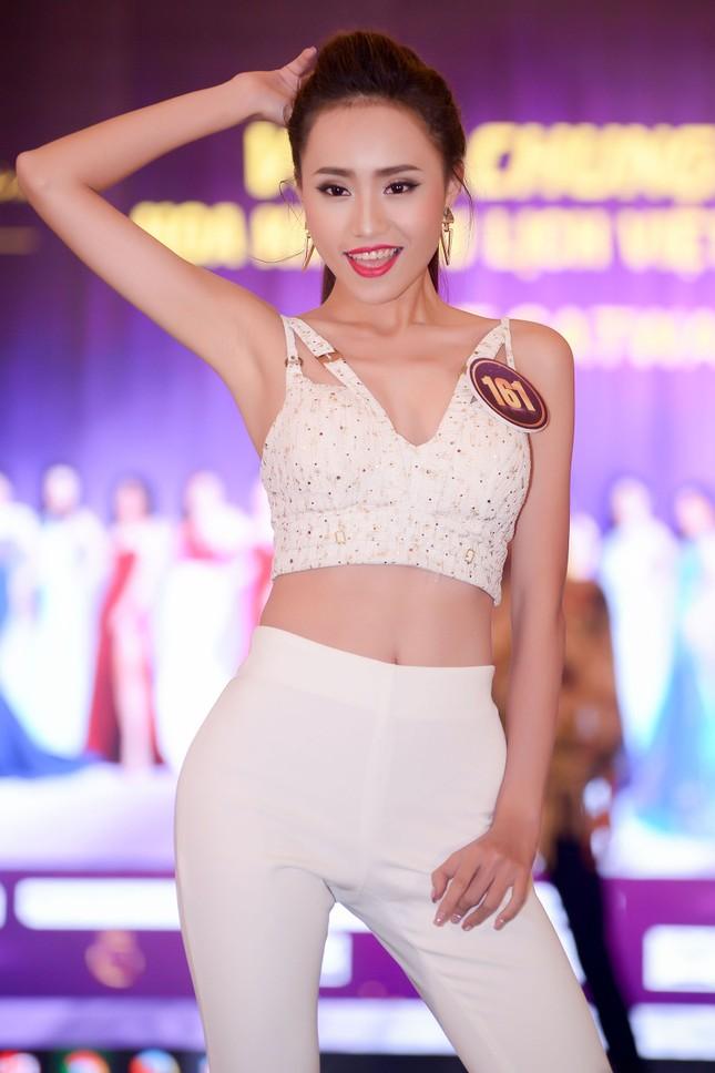 Võ Hoàng Yến mặc váy xẻ cao đi chấm thi Hoa khôi ảnh 7