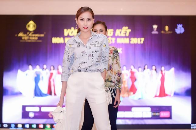 Võ Hoàng Yến mặc váy xẻ cao đi chấm thi Hoa khôi ảnh 8