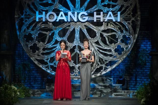Hoa hậu Ngô Phương Lan được chồng tháp tùng đi làm MC ảnh 8