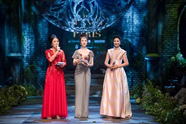 Hoa hậu Ngô Phương Lan được chồng tháp tùng đi làm MC ảnh 9