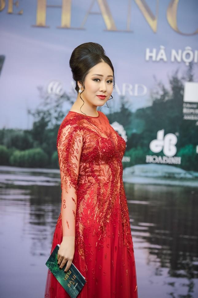 Hoa hậu Ngô Phương Lan được chồng tháp tùng đi làm MC ảnh 5