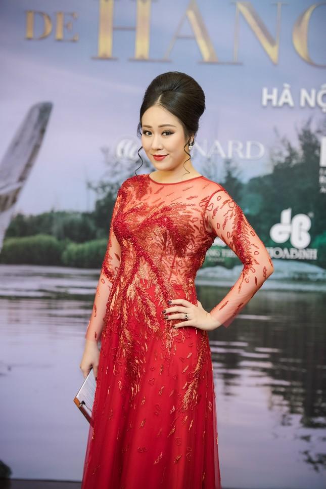 Hoa hậu Ngô Phương Lan được chồng tháp tùng đi làm MC ảnh 4