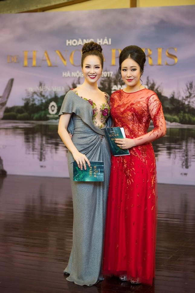Hoa hậu Ngô Phương Lan được chồng tháp tùng đi làm MC ảnh 7