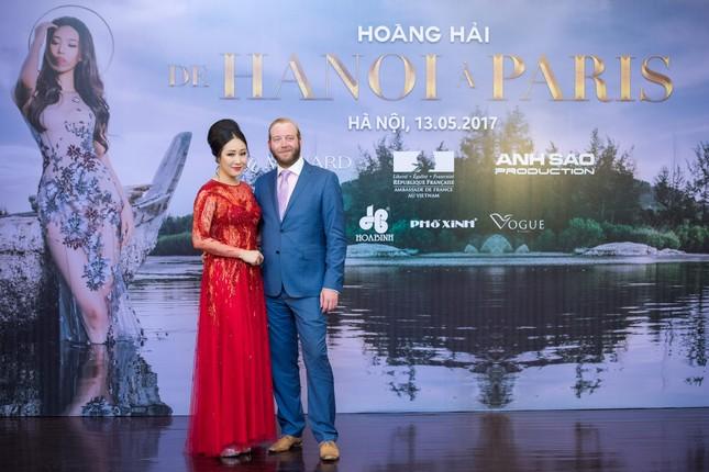 Hoa hậu Ngô Phương Lan được chồng tháp tùng đi làm MC ảnh 2