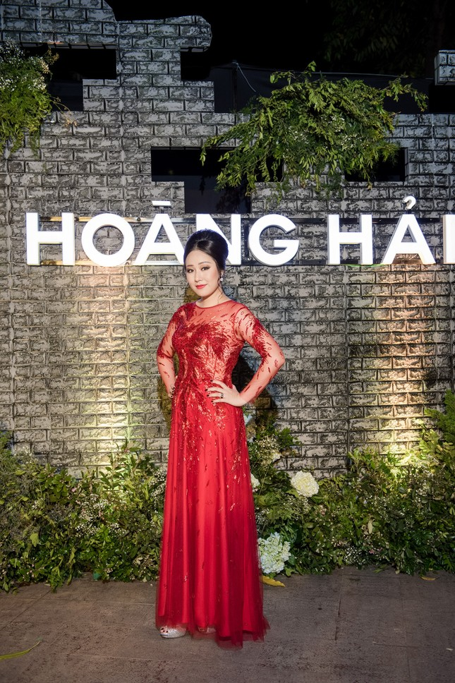 Hoa hậu Ngô Phương Lan được chồng tháp tùng đi làm MC ảnh 1