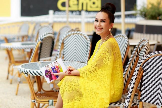 Hoa hậu Mỹ Linh cùng dàn sao đẹp rực rỡ đi xem thời trang ảnh 4