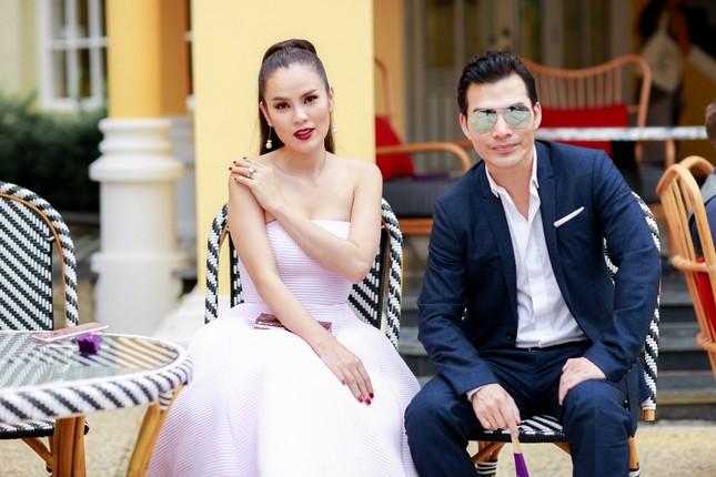 Hoa hậu Mỹ Linh cùng dàn sao đẹp rực rỡ đi xem thời trang ảnh 7