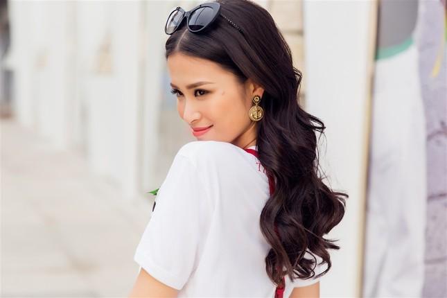 Đông Nhi sành điệu với loạt trang phục hàng hiệu đắt đỏ ảnh 10