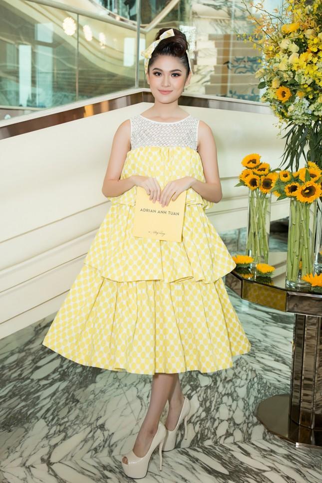 Hoa hậu Mỹ Linh, Á hậu Thùy Dung nổi bật với đầm vàng rực rỡ ảnh 4